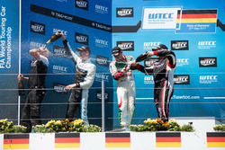 Podium Race 2: Nicky Catsburg, Polestar Cyan Racing, Volvo S60 Polestar TC1, Norbert Michelisz, Hond