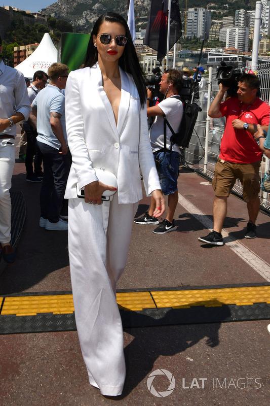 Adriana Lima, modella, in griglia