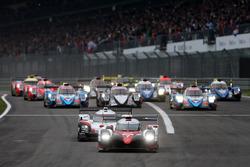 Départ : #7 Toyota Gazoo Racing Toyota TS050 Hybrid: Mike Conway, Kamui Kobayashi, Jose Maria Lopez en tête