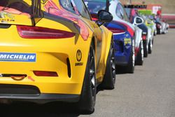 Le Porsche 911 GT3 Cup nel paddock