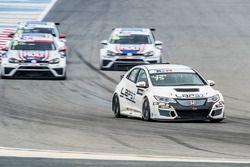 Josh Files, Lap57 Motorsport, Honda Civic TCR leads