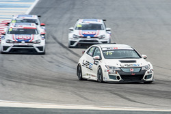 Josh Files, Lap57 Motorsport, Honda Civic TCR leads