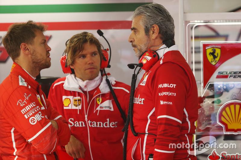 Sebastian Vettel, Ferrari; Maurizio Arrivabene, Teamchef, Ferrari