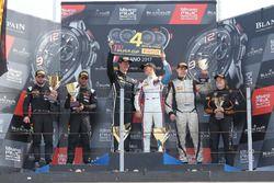Podium Silver cup : les vainqueurs #85 Mercedes-AMG Team HTP Motorsport, Mercedes-AMG GT3: Fabian Schiller, Jules Szymkowiak, les deuxièmes, #42 Strakka Racing, McLaren 650S GT3: Nick Leventis, Lewis Williamson, les troisièmes, #24 Reiter Young Stars, Lamborghini Reiter Gallardo R-EX: Marko Helistekangas, Caitlin Wood