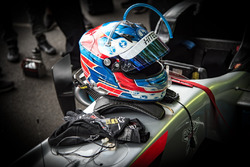 Casco de Jake Hughes, Hitech Grand Prix, Dallara F317 - Mercedes-Benz