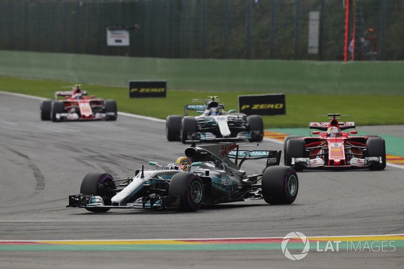 Lewis Hamilton, Mercedes AMG F1 W08, Sebastian Vettel, Ferrari SF70H, Valtteri Bottas, Mercedes AMG F1 W08 y Kimi Raikkonen, Ferrari SF70H