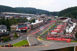 Max Verstappen, Red Bull Racing RB13, Daniel Ricciardo, Red Bull Racing RB13, Fernando Alonso, McLar