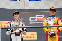 Podium: winnaar Giuliano Alesi, Trident, 2e plaats George Russell, ART Grand Prix