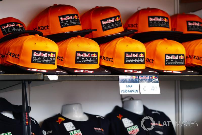 La versione arancione del cappellino della Red Bull di Max Verstappen 3b4dd56e804a