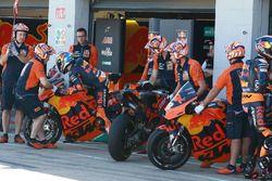 Pol Espargaro, Red Bull KTM Factory Racing pit lane bike swap