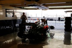 The team at work on the McLaren MP4-31 Honda in the garage