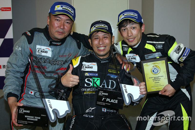 Winners GT Cup: #96 TKS Porsche 911 GT3 Cup: Shinyo Sano, Takuma Aoki, Shigeto Nagashima