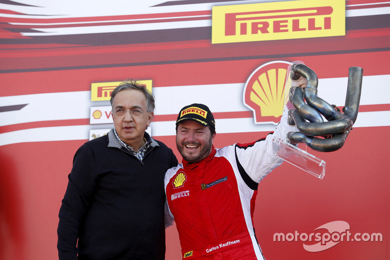 Podium: ganador, Carlos Kauffmann, Ferrari de Fort Lauderdale con Sergio Marchionne, Presidente Ferr