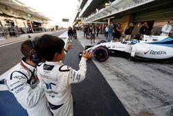 Felipinho Massa waves his dad Felipe Massa, Williams FW38, off to the grid.