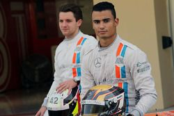 Pascal Wehrlein, Manor Racing e Jordan King, pilota sviluppatore Manor Racing in una foto della squa