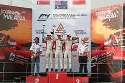 Podium Race 1: Pemenang balapan, Jordan Love (AUS); Runner-up, Danial Frost (SIN); Peringkat ketiga,