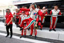 El equipo de Pierre Gasly, PREMA Racing celebra el campeonato de GP2