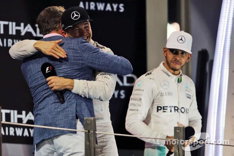 David Coulthard, Red Bull Racing y Scuderia Toro asesor / canal 4 comentarista de F1 con Mercedes AMG F1, mundo campeón Nico Rosberg y Lewis Hamilton, Mercedes AMG F1 en el podio AMG F1