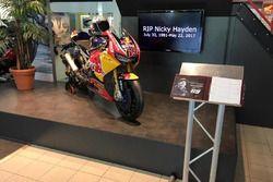 Condoleanceregister voor Nicky Hayden bij Ten Kate Motoren