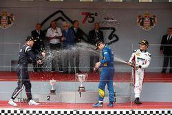 Podio: il vincitore della gara Oliver Rowland, DAMS, il secondo classificato Artem Markelov, RUSSIAN