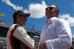Oriol Servia, Rahal Letterman Lanigan Racing Honda visits with Mike Shank