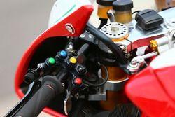 Engranaje del interruptor en la motocicleta de Leon Camier, MV Agusta
