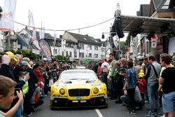 #38 Bentley Team Abt, Bentley Continental GT3: Christer Jöns, Christian Mamerow, Jordan Lee Pepper,
