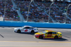 Trevor Bayne, Roush Fenway Racing, Ford; Joey Logano, Team Penske, Ford