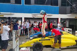 Race winner Faine Kahia