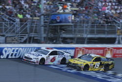 Trevor Bayne, Roush Fenway Racing Ford Ty Dillon, Germain Racing Chevrolet