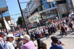 Público na expectativa para o início do desfile dos pilotos