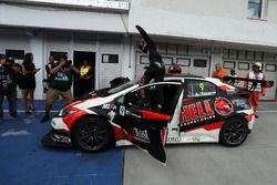 Yarış galibi Attila Tassi, M1RA, Honda Civic TCR