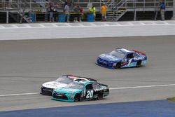 Damalı bayrak: Denny Hamlin, Joe Gibbs Racing Toyota William Byron, JR Motorsports Chevrolet