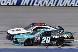 Denny Hamlin, Joe Gibbs Racing Toyota and William Byron, JR Motorsports Chevrolet