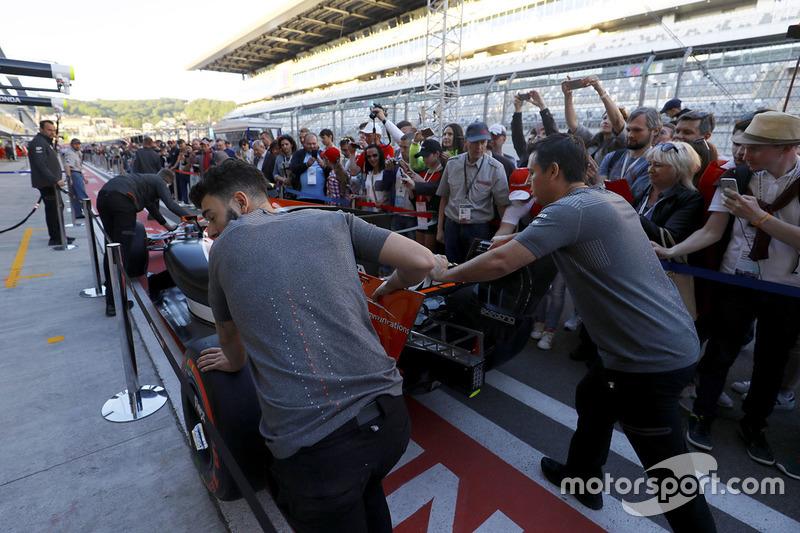 La voiture de Fernando Alonso, McLaren MCL32