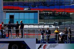 Sebastian Vettel, Ferrari, Lewis Hamilton, Mercedes AMG F1, Pascal Wehrlein, Sauber, Daniel Ricciard