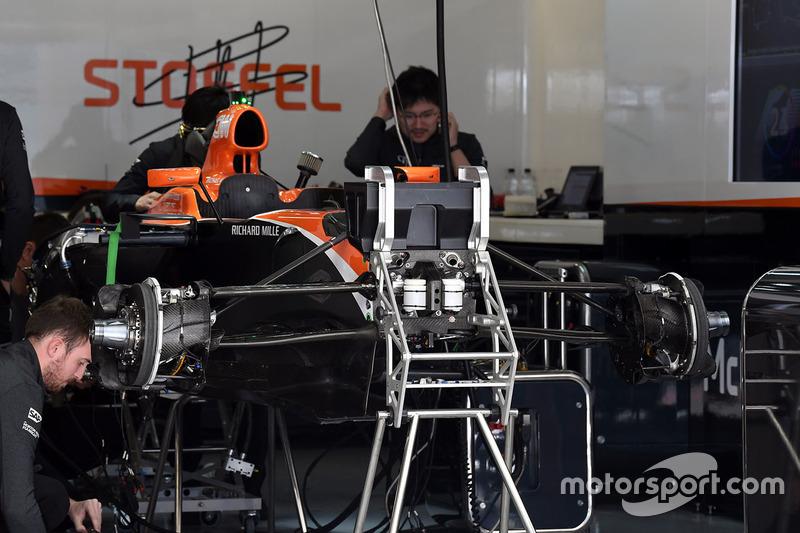 McLaren MCL32, detalle del chasis y frenos delanteros