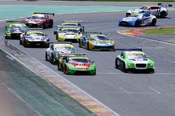 Start: #33 Barwell Motorsport Lamborghini Huracan GT3: Jon Minshaw, Phil Keen leads