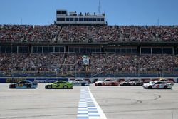 Start: Ricky Stenhouse Jr., Roush Fenway Racing Ford leads