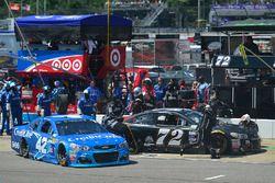 Kyle Larson, Chip Ganassi Racing Chevrolet, Cole Whitt, TriStar Motorsports Chevrolet, makes a pit s