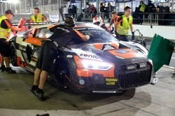 Pit stop #14 Optimum Motorsport Audi R8 LMS: Joe Osborne, Flick Haigh, Ryan Ratcliffe, Christopher H