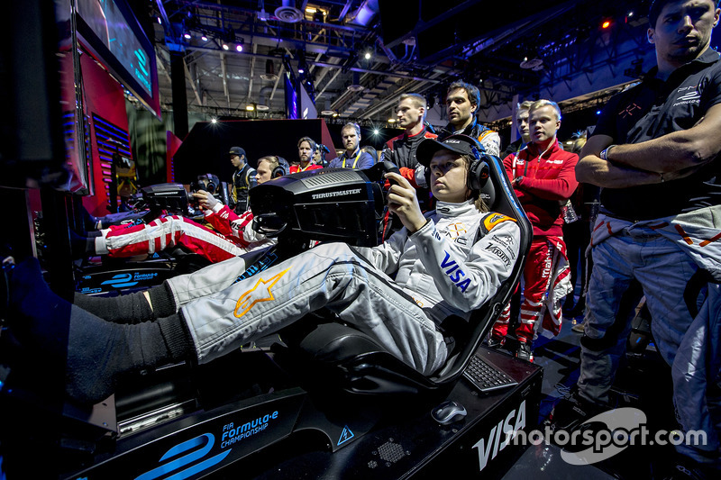 Jérôme D'Ambrosio, Dragon Racing and Loic Duval, Dragon Racing watches teammate Bono Huis