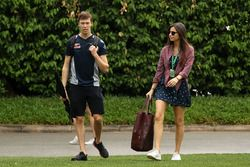 Daniil Kvyat, Scuderia Toro Rosso junto a su novia Kelly Piquet