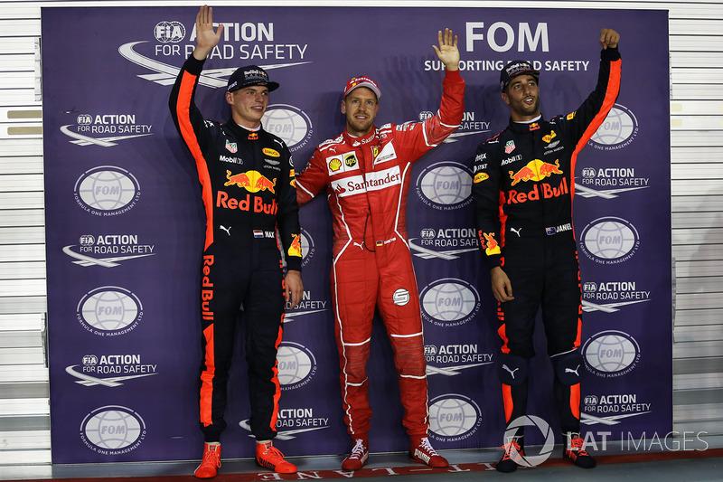 Il poleman Sebastian Vettel, Ferrari, il secondo qualificato Max Verstappen, Red Bull Racing, il terzo qualificato Daniel Ricciardo, Red Bull Racing