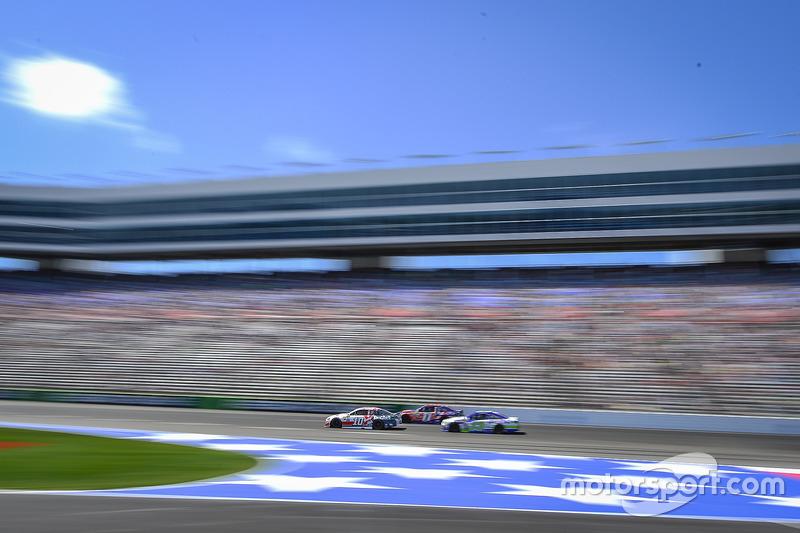 Danica Patrick, Stewart-Haas Racing, Ford; Denny Hamlin, Joe Gibbs Racing, Toyota; Ty Dillon, Germain Racing, Chevrolet