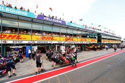 Romain Grosjean, Haas F1 Team VF-17, is returned to the garage