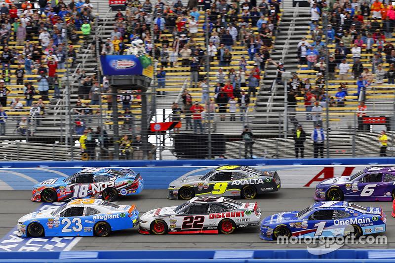 Restart: Spencer Gallagher, GMS Racing, Chevrolet; Kyle Busch, Joe Gibbs Racing, Toyota; Joey Logano