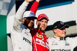 Lewis Hamilton, Mercedes AMG, Sebastian Vettel, Ferrari, y Valtteri Bottas, Mercedes AMG, en el podi