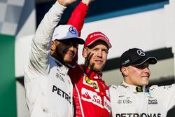 Lewis Hamilton, Mercedes AMG, deuxième, Sebastian Vettel, Ferrari, vainqueur et Valtteri Bottas, Mercedes AMG, troisième, sur le podium