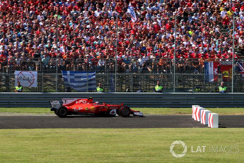 Kimi Raikkonen, Ferrari SF70H runs wide into the bollards